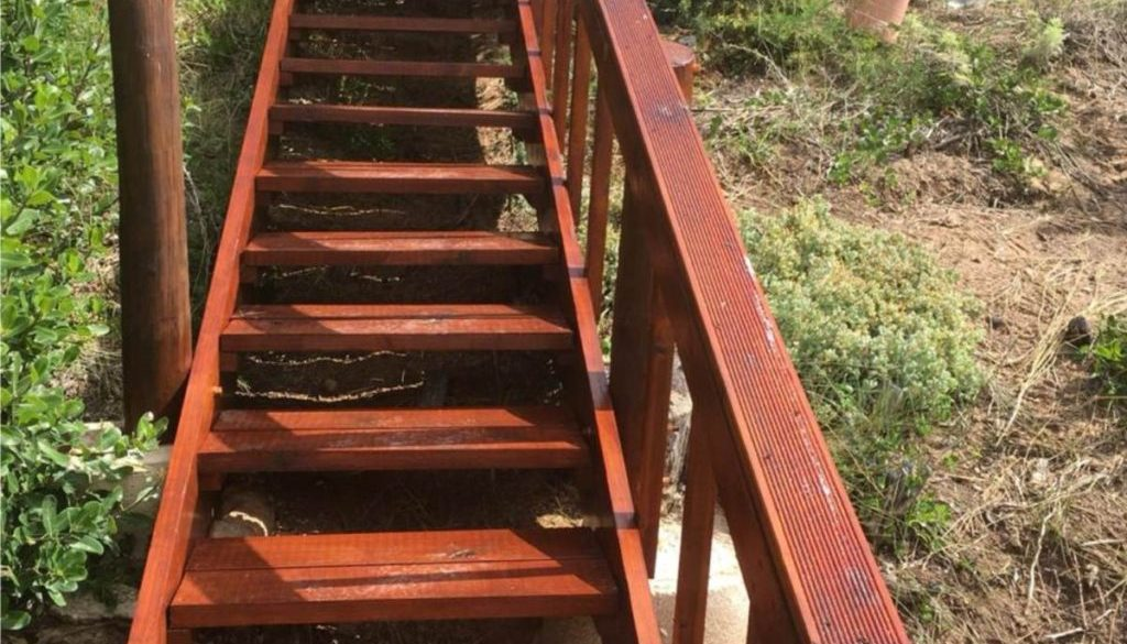 Staircase_1_with_a_walkway2